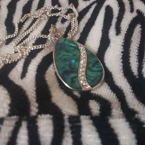 A woman's necklace and pendant
